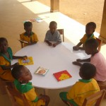 Eén van de nieuwe tafels voor de kleuterschool