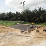 De voorbereidingen voor het storten van de betonnen vloer.