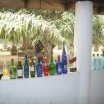 Zowel doorzichtige, als gekleurde flessen worden verzameld.