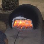 De mallen worden enige tijd in de oven gehouden. Hoe lang, dat hangt af van het type en de dikte van de kraal.